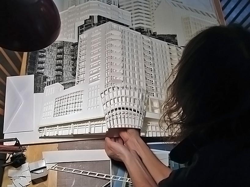 Trabajo complejo de ingeniería en papel.